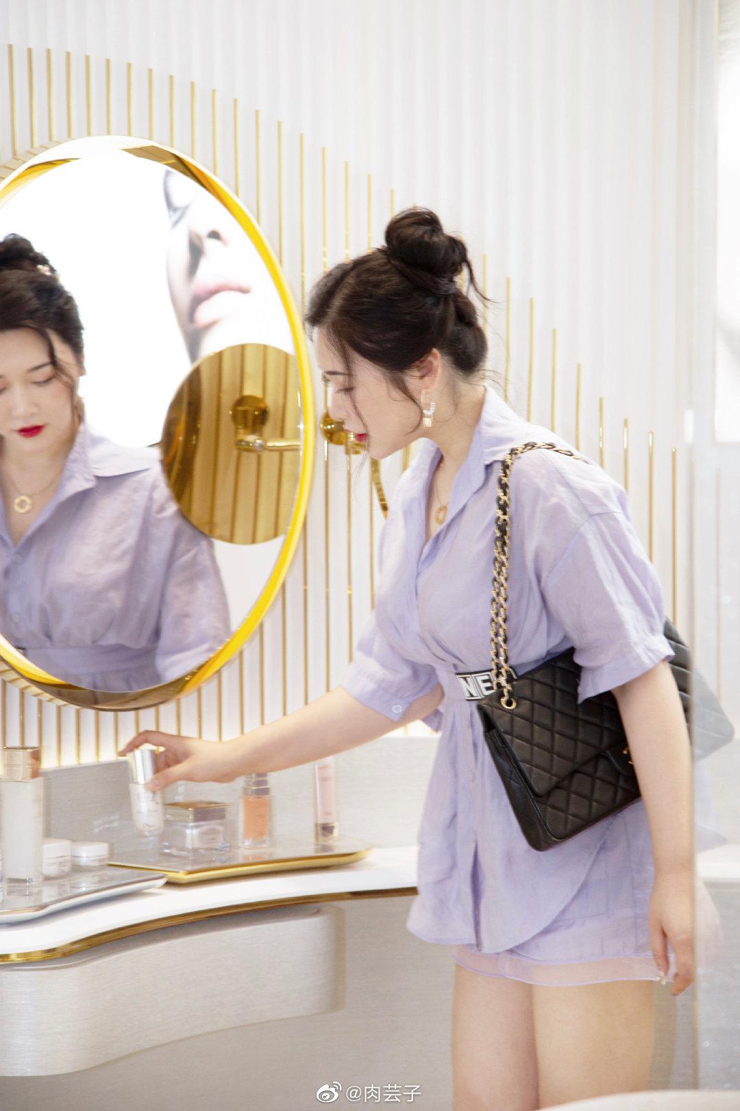 今天打卡了DIOR迪奥杭州大悦城香氛彩妆概念精品店浙江最大的Dior呢