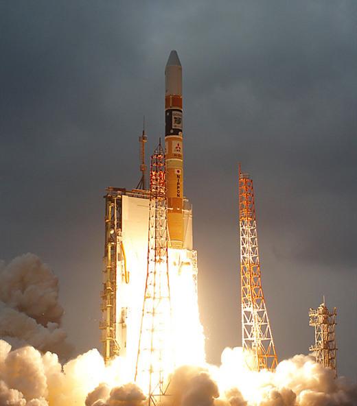 日本航天实力雄厚,为何不月面取样返回而是奔赴小行星龙宫呢?
