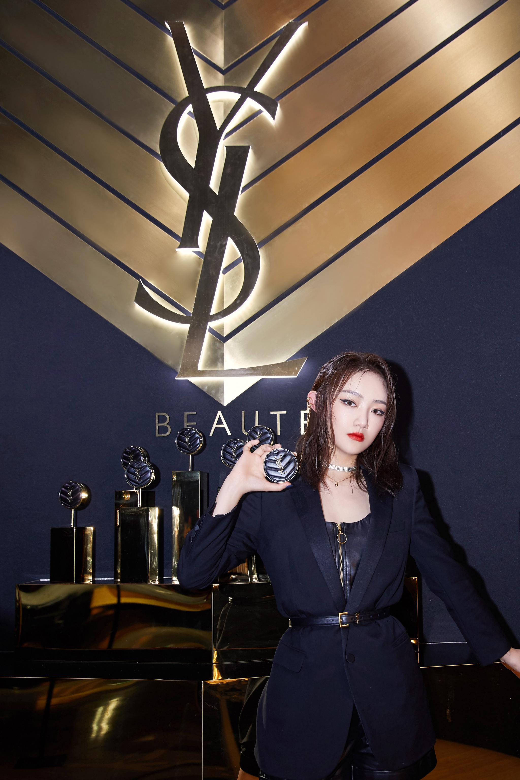欢娱影视演员@吴佳怡_six 今日出席YSL 高定时「妆」发布会