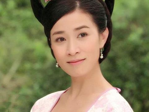 当女星梳双环髻后,郭珍霓、殷桃、刘诗诗谁的造型最少女?