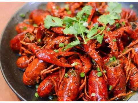 """小龙虾有""""红壳""""和""""青壳"""",哪个更好吃呢?买时如何正确挑选?"""