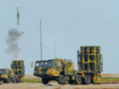 高原电磁信号突然强烈,数架敌机被大批导弹锁定,军方下令开火
