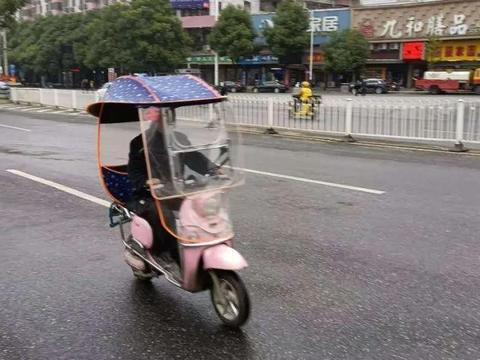 电动车晴雨伞还没有拆的赶紧看看