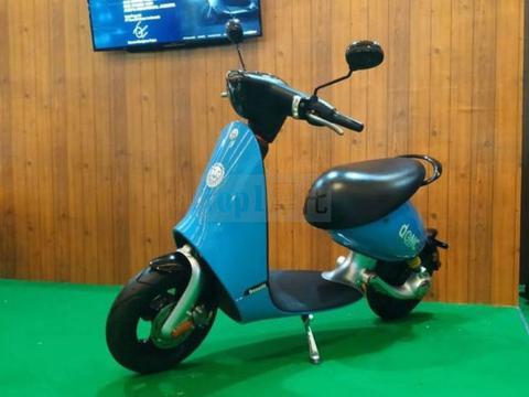 续航60公里 极速70km/h 贝纳利首款电动踏板Dong发布