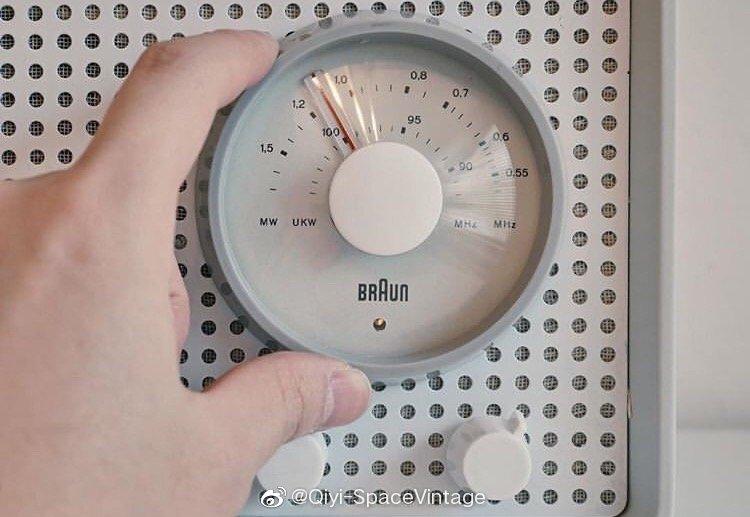 Dieter rams 1950年代中期为Braun设计的电子管收音机 Braun 曝光度最
