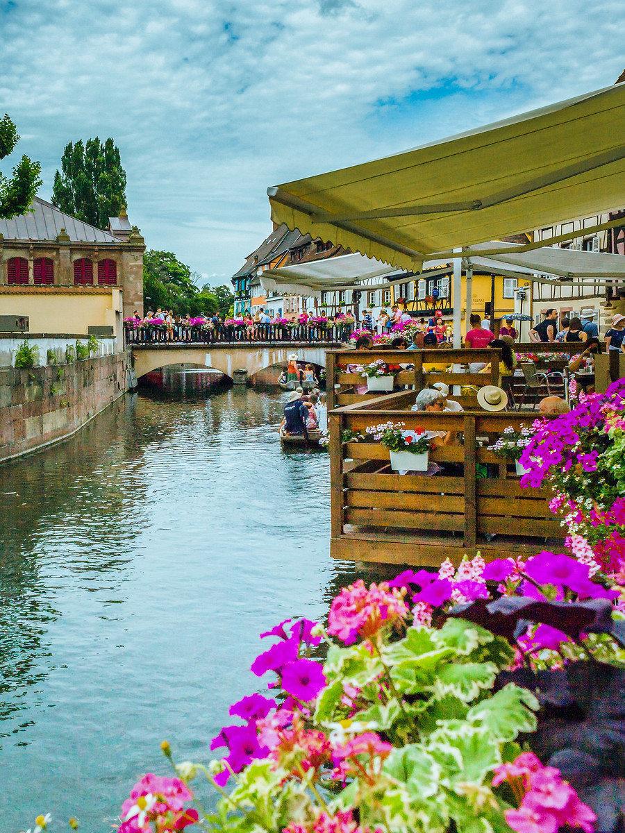 法国鲜花小镇,好想找个姑娘在这儿无忧无虑的过一辈子。