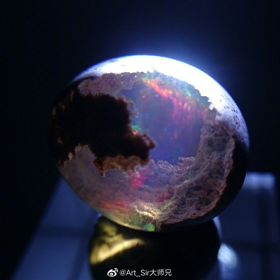 """正在孕育着""""宇宙""""的蛋白石(twi: veilup_tricone)"""
