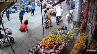 开封城管队员暴力执法致一水果店主受伤:脑震荡、肋骨骨折、胸腔积液