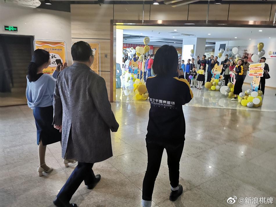 12月5日,棋圣@聂卫平 来到了@聂卫平围棋道场 福州校区