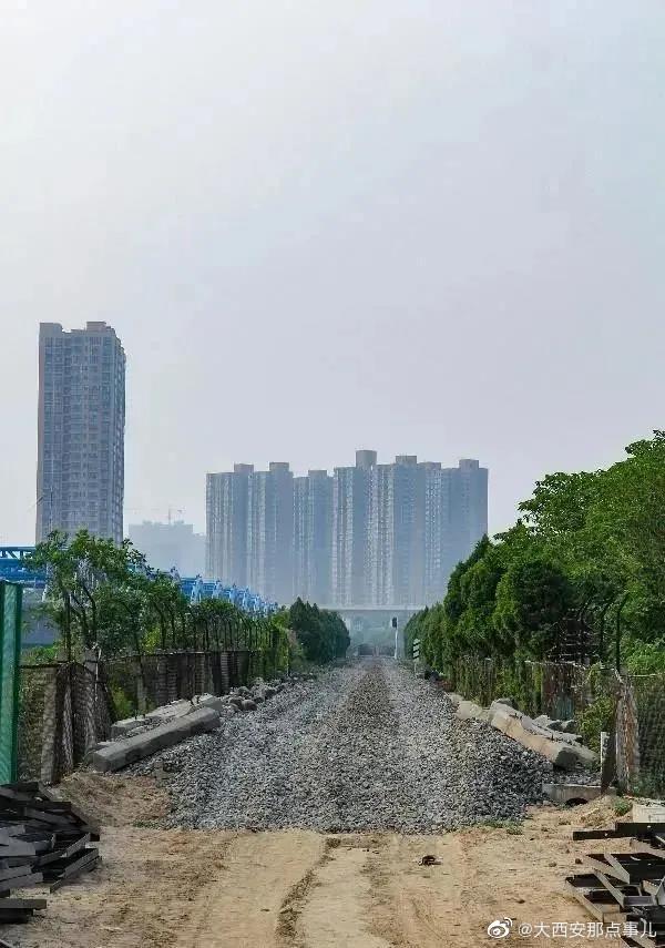 沣河铁路老桥完成使命,正在拆除