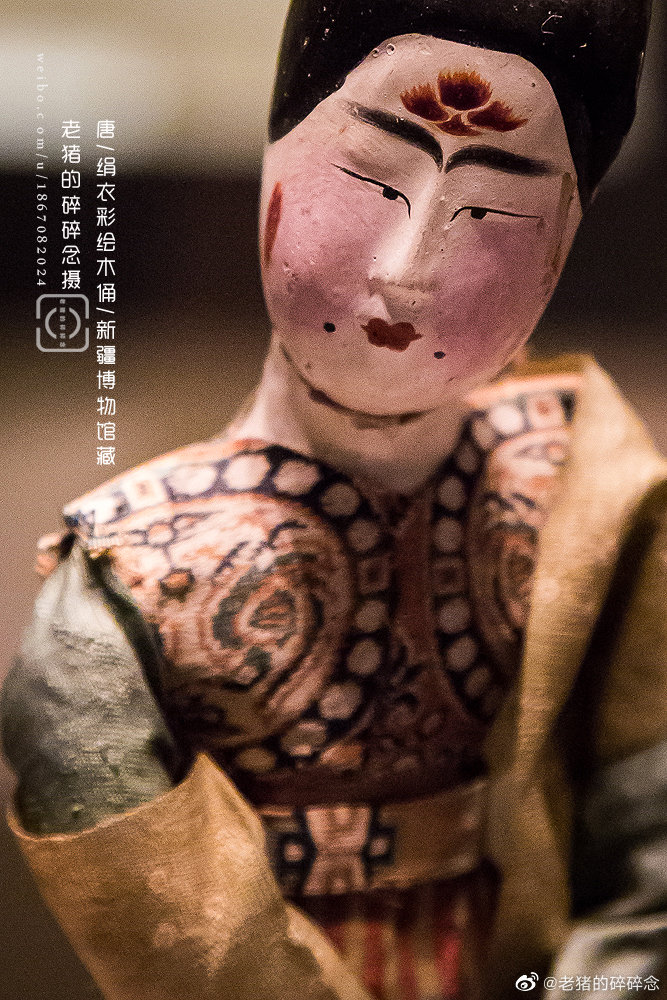 唐·绢衣彩绘女舞木俑新疆维吾尔自治区博物馆藏1973年吐鲁番阿斯塔