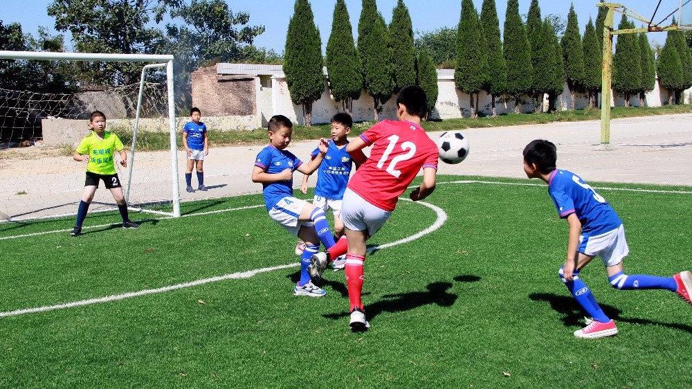 陕西大荔县段家镇中心小学足球队:在逆境下突围享受快乐足球