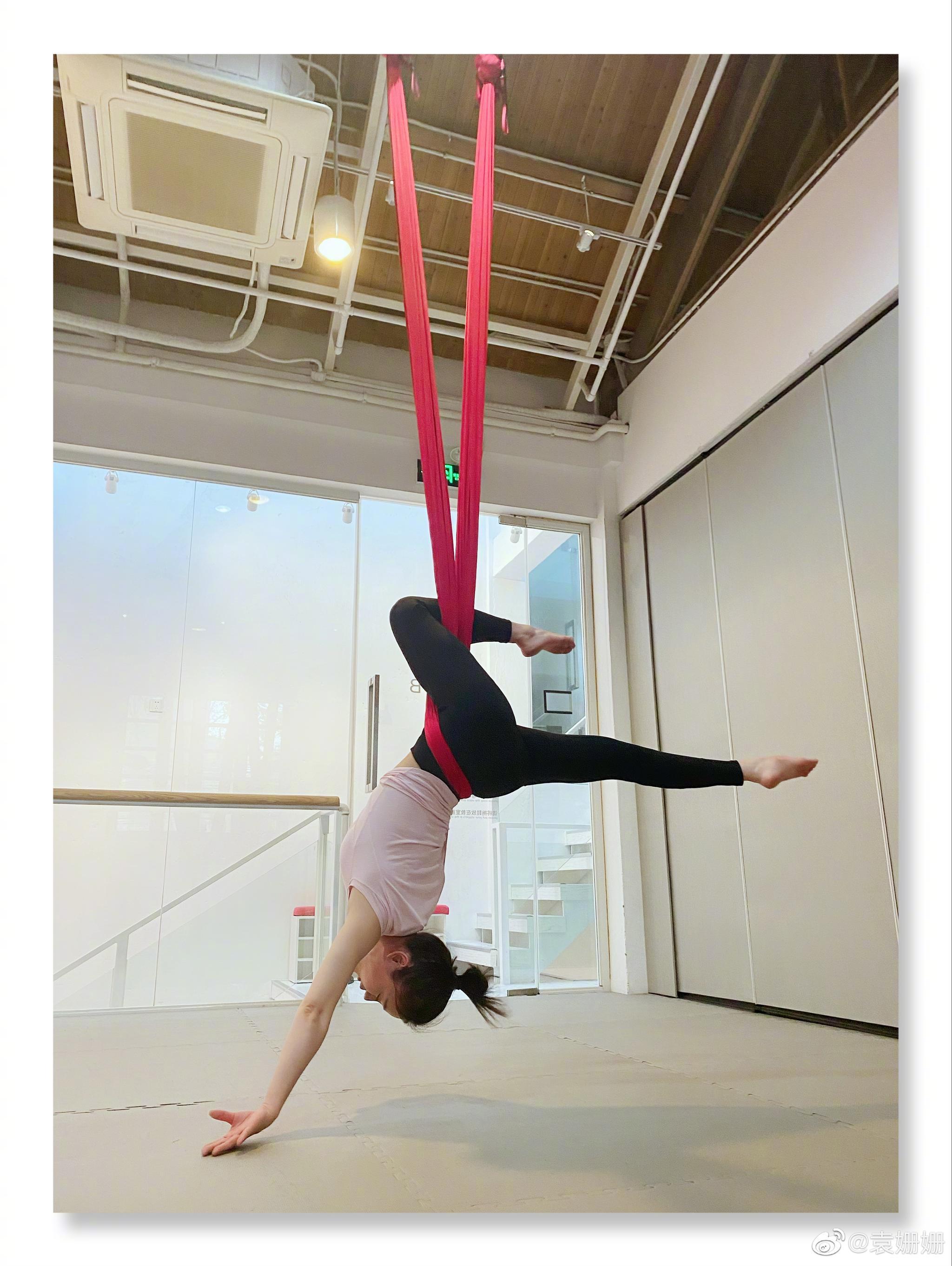 袁姗姗再次分享练习空中瑜伽的照片,A4腰女神又要引领新风潮了吗?
