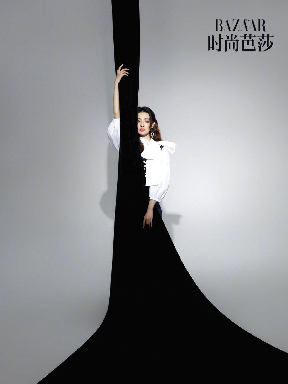 徐璐 X《时尚芭莎》,黑白大片下的优雅风情