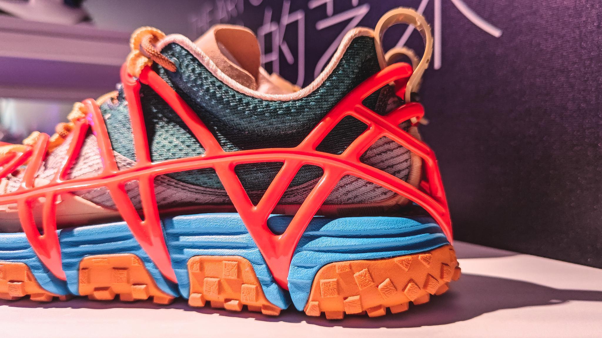 李宁2021春夏鞋款细节篇:在胸前轻轻滑动的一根羽毛
