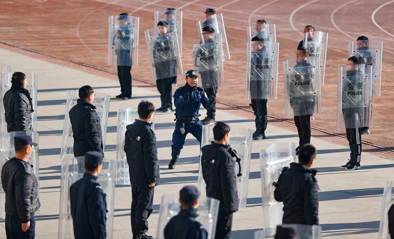 吹响冬季训练冲锋号 天津市警辅人员大轮训