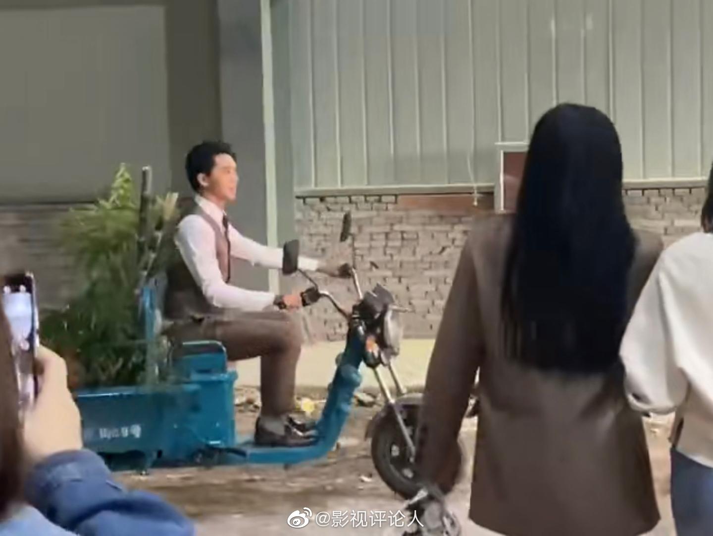 笑飞了哈哈哈哈哈哈许魏洲把粉丝送给他的水果应援三轮车骑走了这什么
