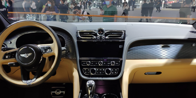 2020广州车展广汽宾利添越长轴版实拍 有钱、喜欢就买吧