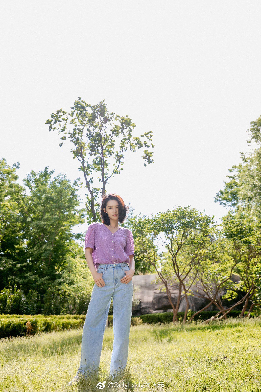 香芋紫的夏日沁 @李沁 上线啦,一组阳光下的私服街拍,清新灵动