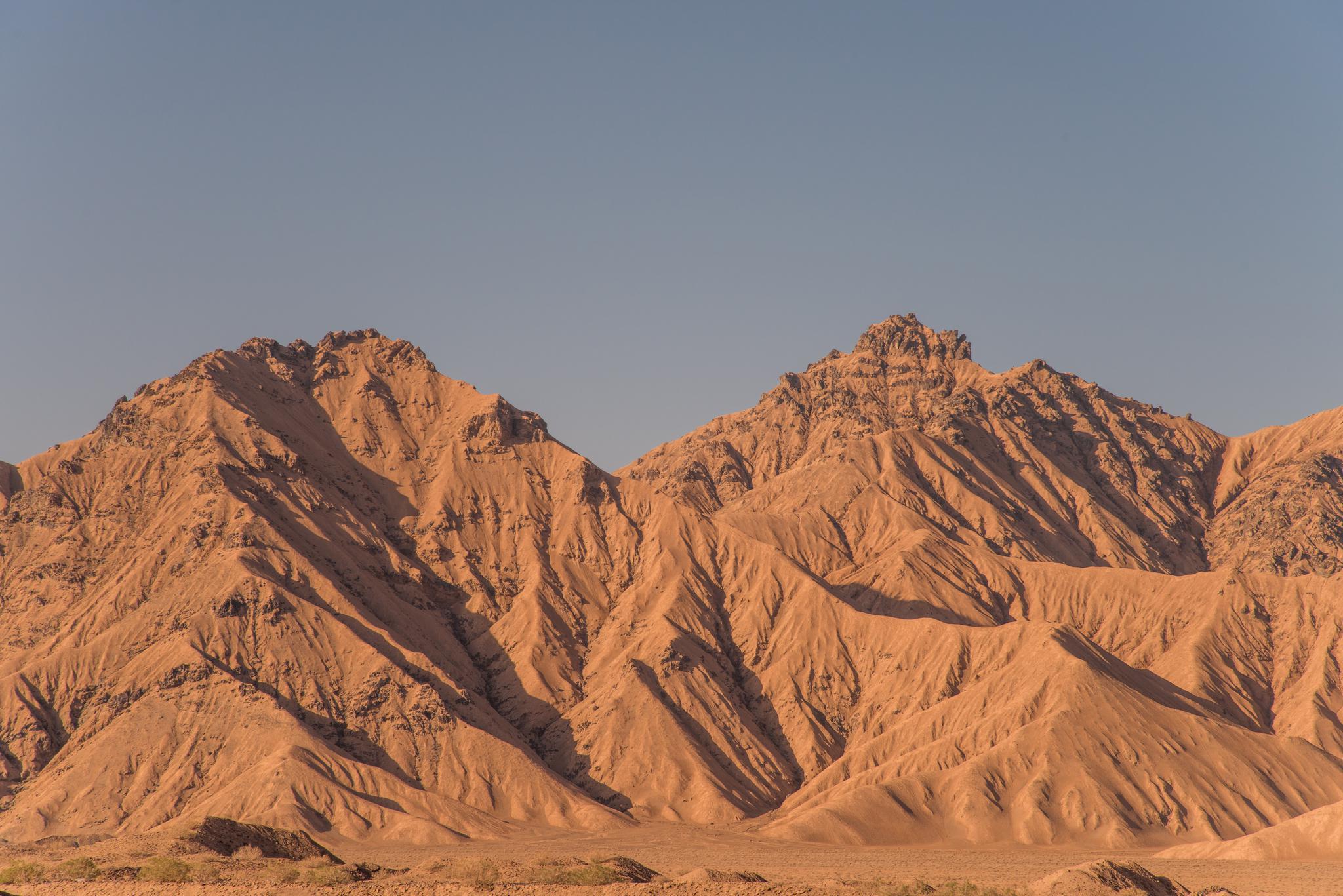 昆仑山上,这一片仿佛火星地貌