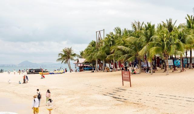 三亚湾上的美丽小岛,至今仍有渔民居住,当地话和闽南语相似