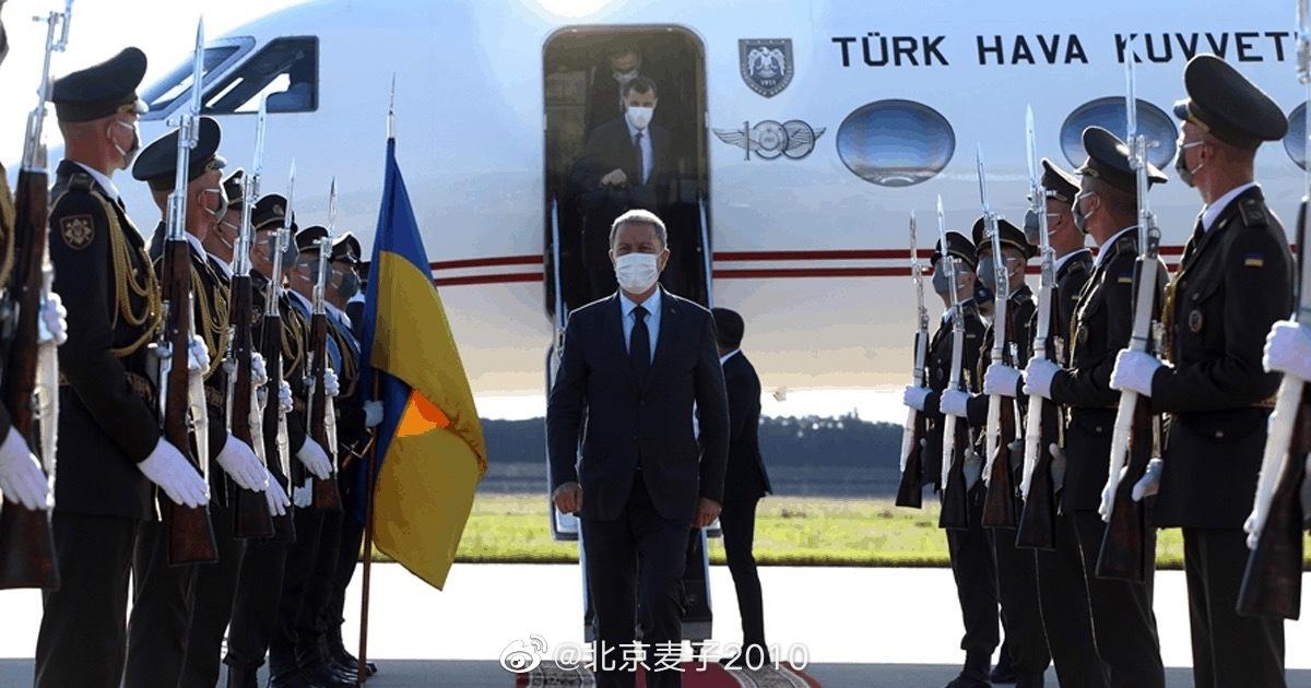 土鸡国防部长出访乌克兰…