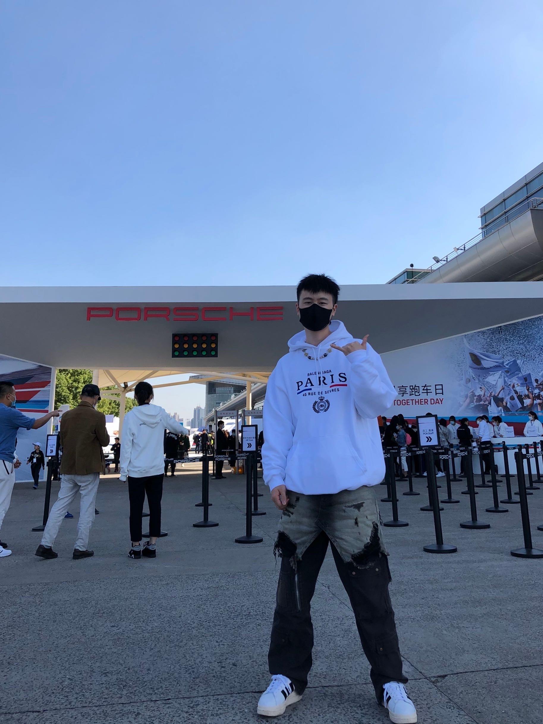 明天我将会在上海国际赛车场参加年度跑车盛会活动直播