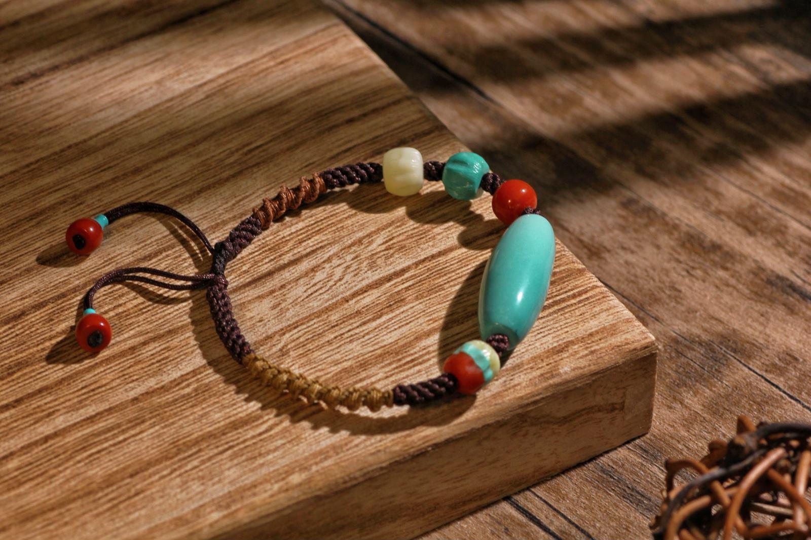 升级版天珠手链回来啦~柏香珠、雕刻珠安排上,风雅不减,素净依旧。