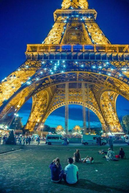 埃菲尔铁塔,巴黎。