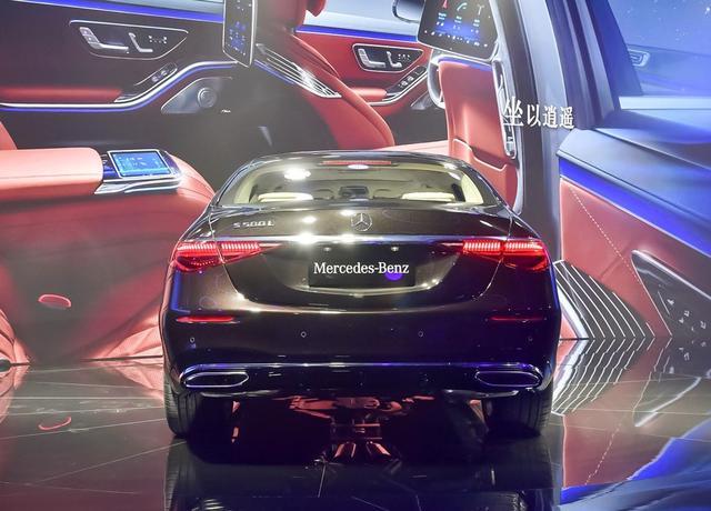 全新一代奔驰S级现身街头,全新造型,配插电式混动系统!