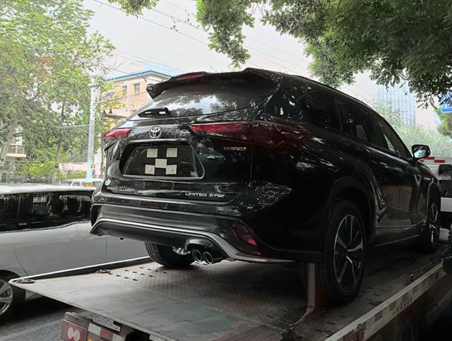 比汉兰达更香?丰田皇冠陆放实车来了,网传25.48万起售