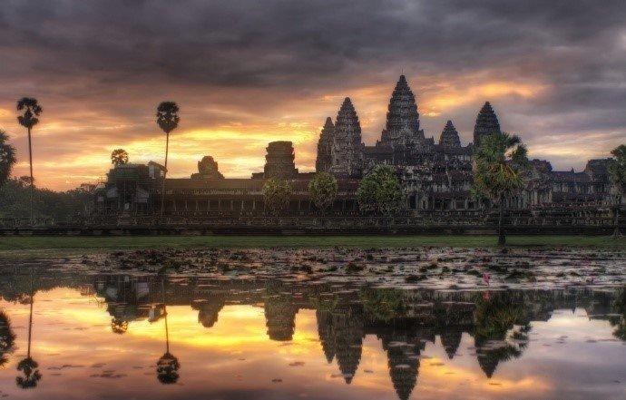 柬埔寨的吴哥窟,世界上最大的庙宇。总觉得