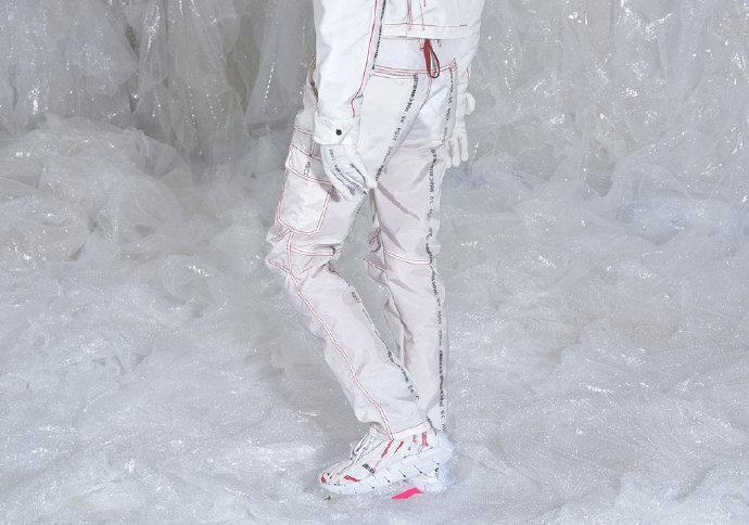 汽车安全气囊用作原材料制作服装丨韩国新锐品牌 Kanghyuk