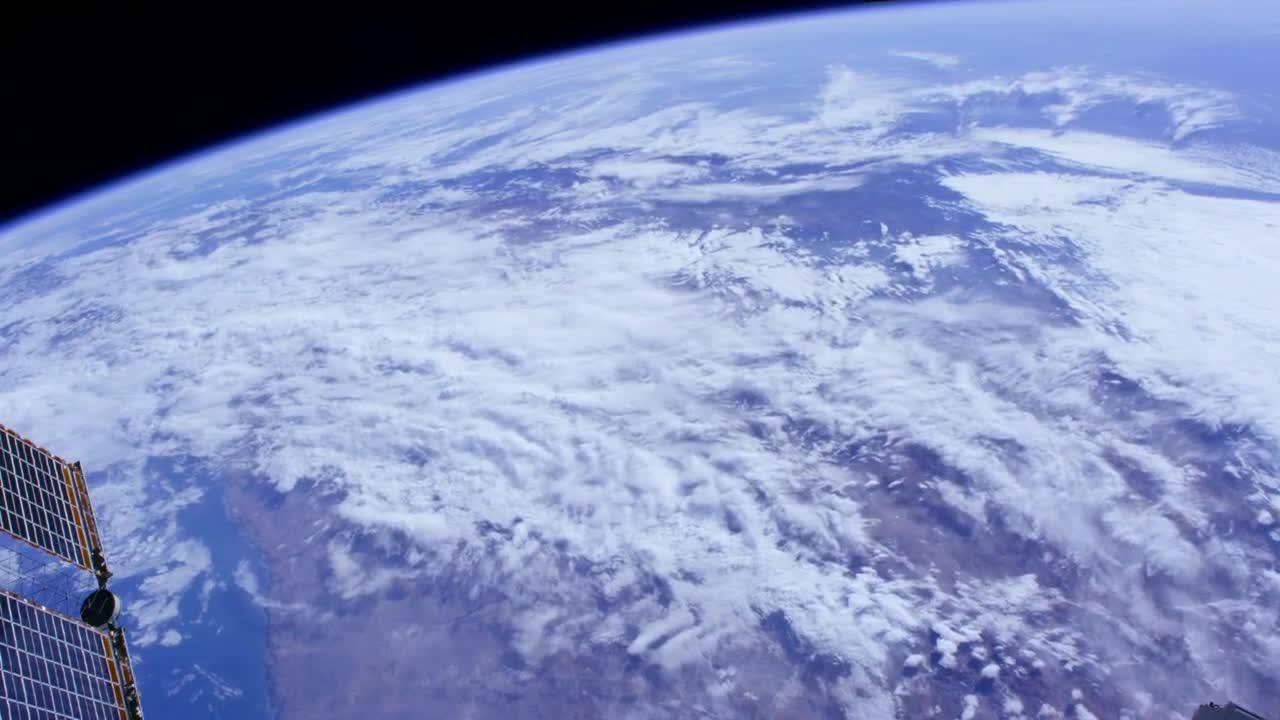 这个角度看地球太美了,这是宇航员才能拥有的视觉