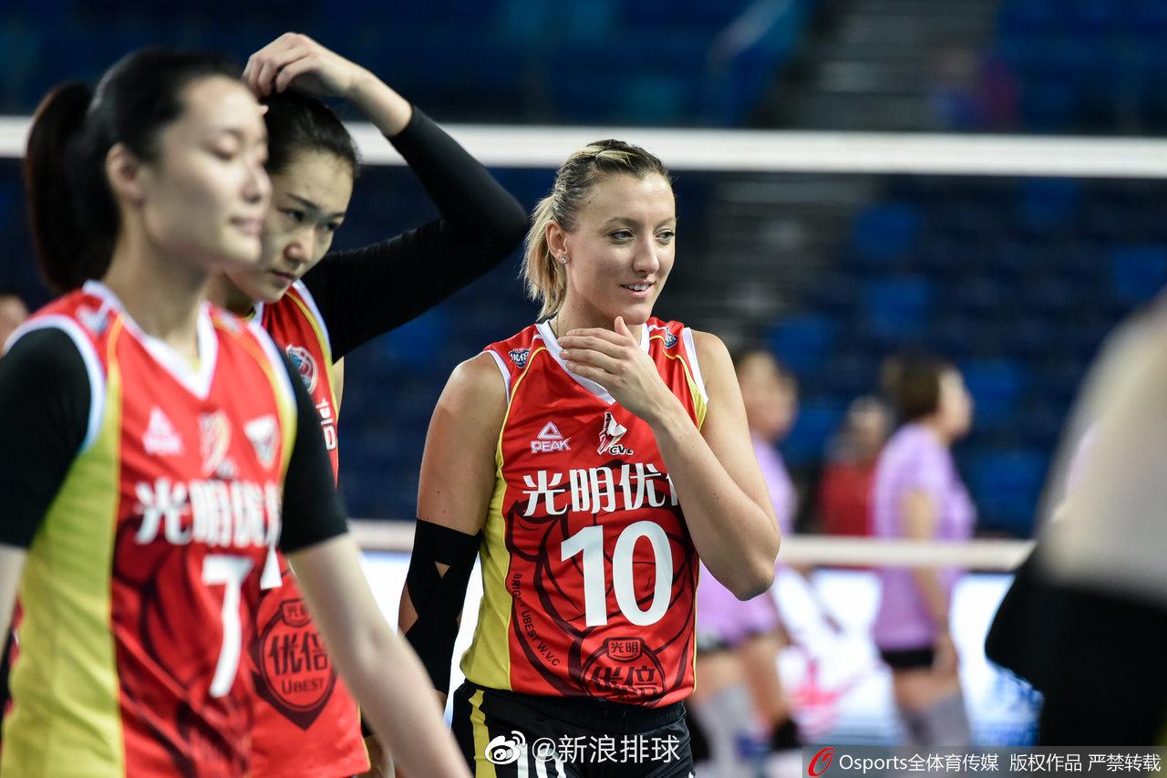 上海女排25-14、25-16、25-17完胜四川女排,利普曼14分!