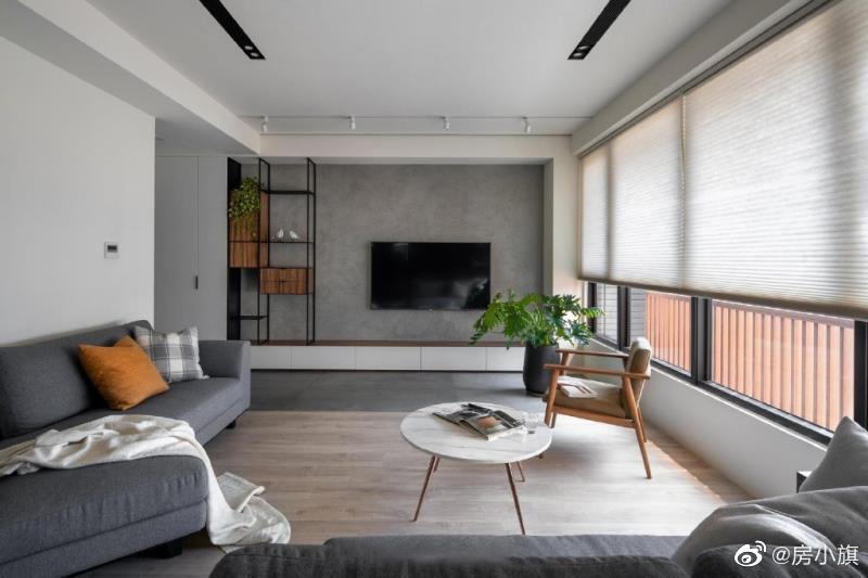 80㎡北欧风混搭工业风,水泥漆电视背景墙搭配同色系沙发组