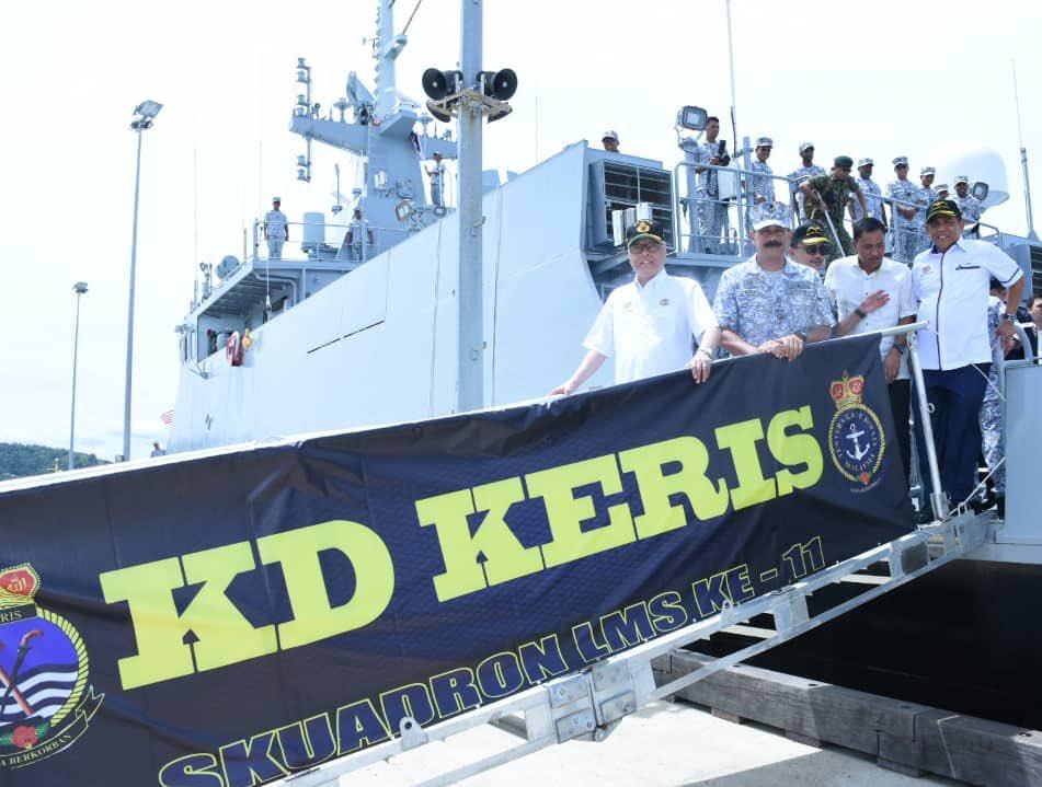 马来西亚国防部长伊斯梅尔·萨布里在亚庇海军基地视察濒海任务舰首舰