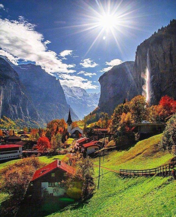 """瑞士·劳特布龙嫩小镇,竟然拥有72条瀑布,被誉为""""世界公园"""""""