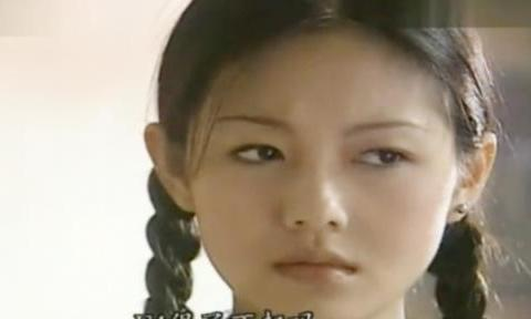 她的古典弯眉、微醺腮红太好看了