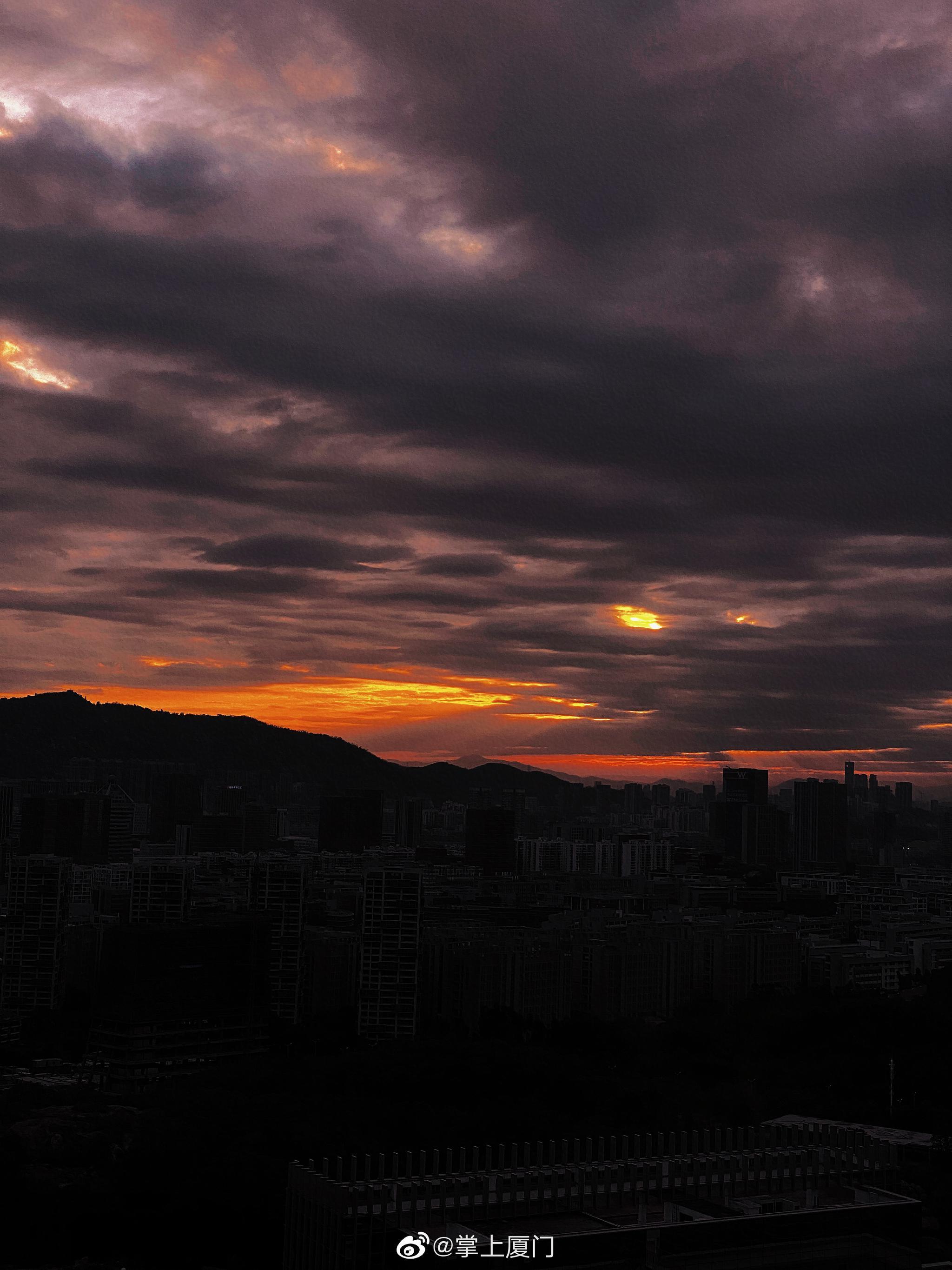火烧云是太阳给今天留下的一点纪念