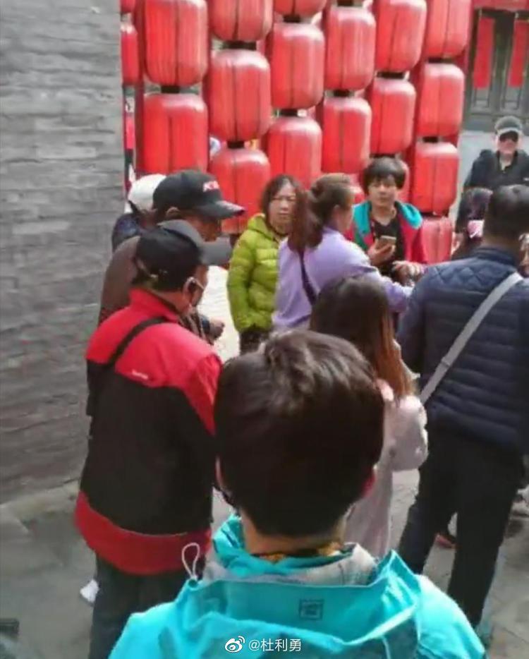 山西祁县乔家大院景区男游客殴打女导游 双方因私人原因发生冲突