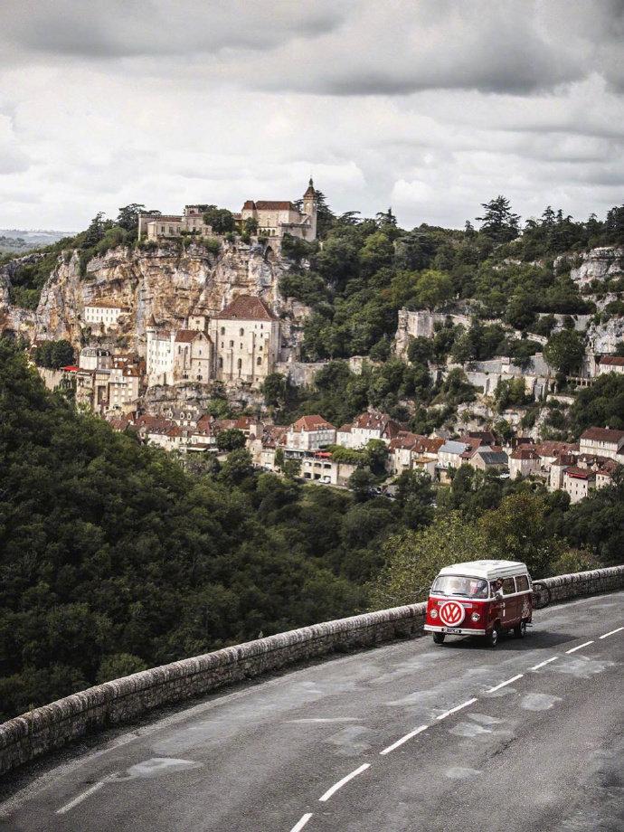 罗卡马杜尔(Rocamadour)位于法国西南部的洛特省、阿尔祖河的谷地