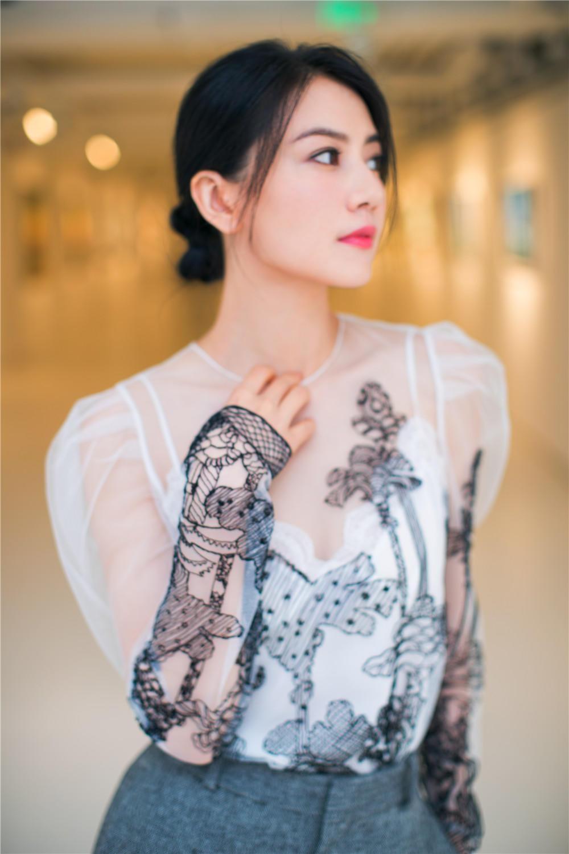 美得像花!高圆圆身穿薄纱透视裙女神范十足!