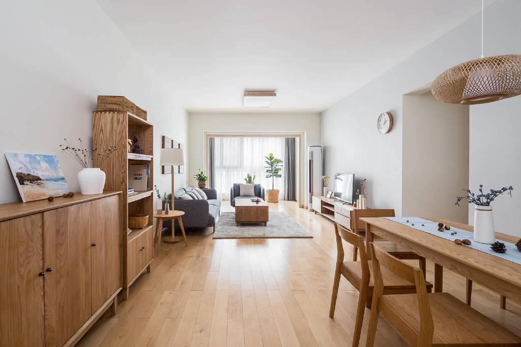 99㎡简约原木风,温润舒适的极简空间,木纹的自然与干净的白墙组合