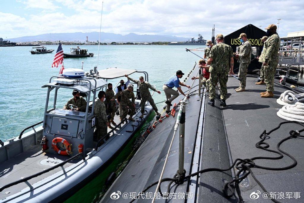 近日美国防部长埃斯珀亲自登上密苏里号核潜艇