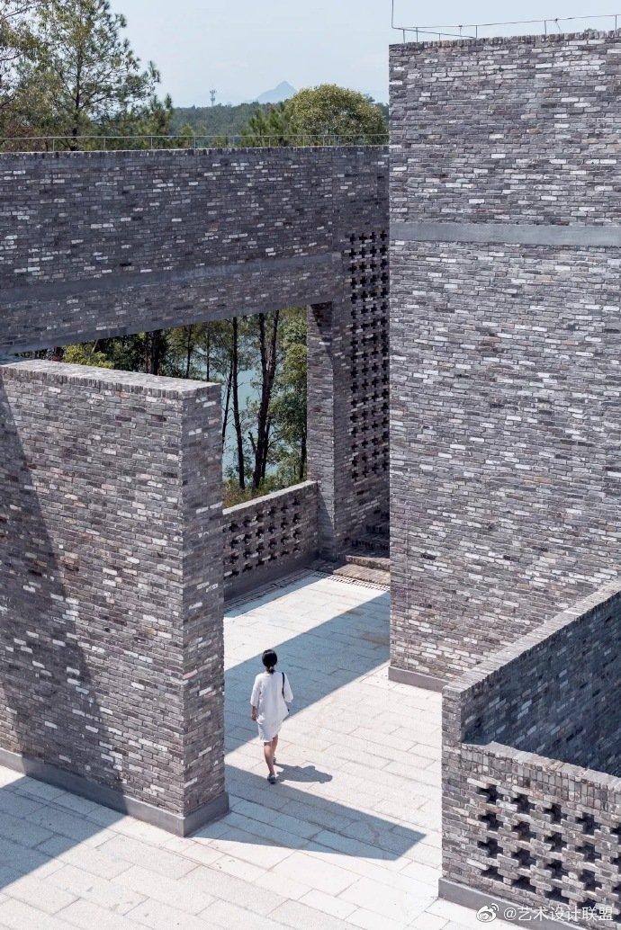 他把建筑做成榫卯,楔在山水之间 韶关金石博物馆 汤桦设计