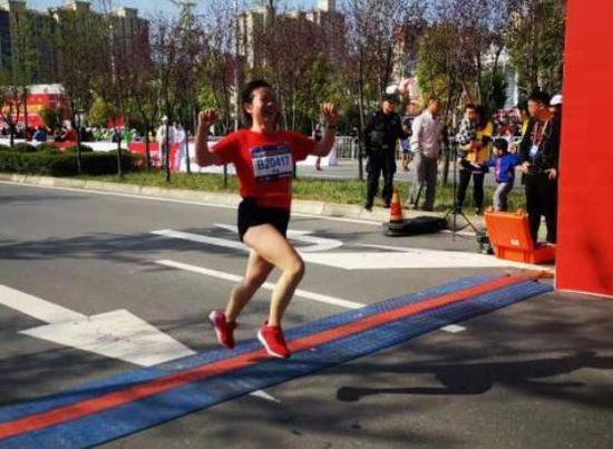 西安李静:跑过171场马拉松比赛的业余运动员