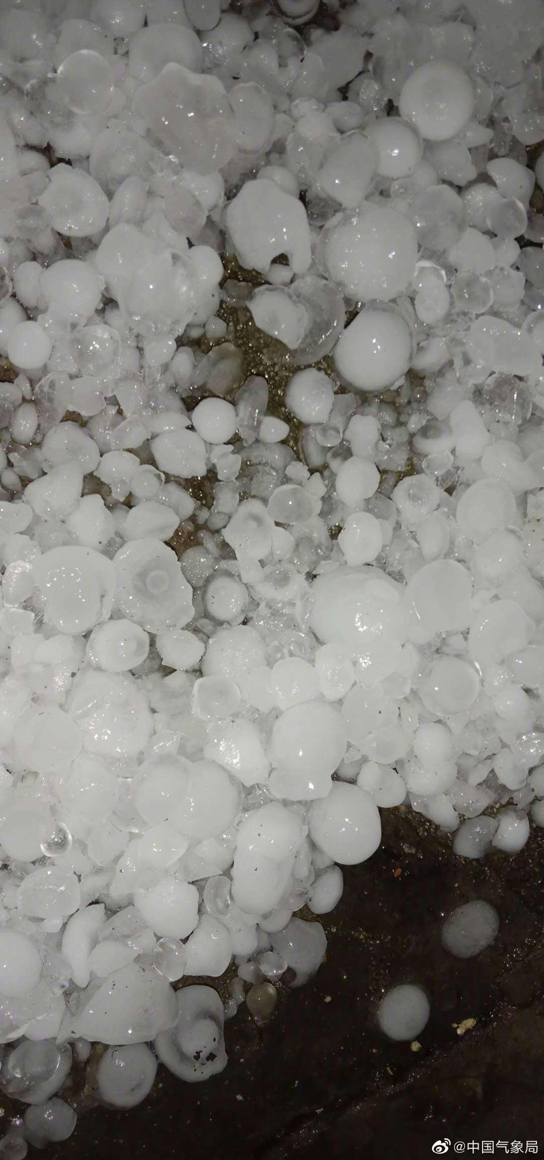 3月21日20时左右,常德市桃源县多个乡镇出现冰雹、雷雨大风等