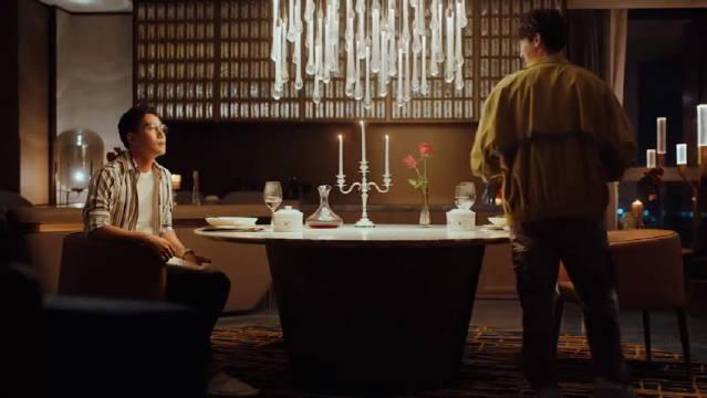 赵优秀霸气的告诉陈卓,他是梁爽的男朋友,请你离梁爽远一点!