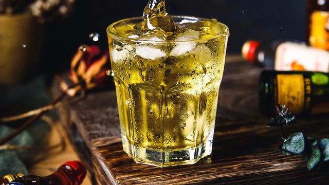 """每天喝一两""""XX泡酒"""",对身体有益吗?营养师告诉你答案"""